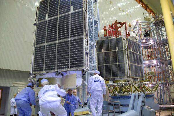 Proton-M carrier rocket with three Glonass-M satellites prepared for launch from Baikonur - Sputnik International