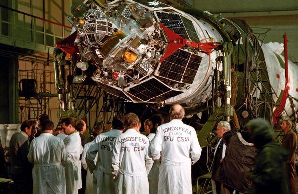 Satellites Meteor and Molniya operation and checkout unit at Plesetsk space center - Sputnik International