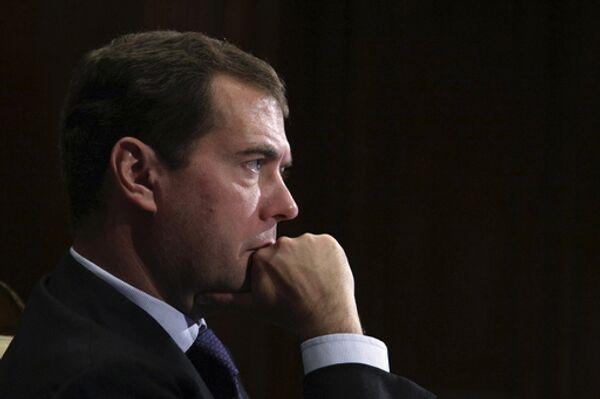 Medvedev submits bill to restrict preliminary voting to State Duma  - Sputnik International
