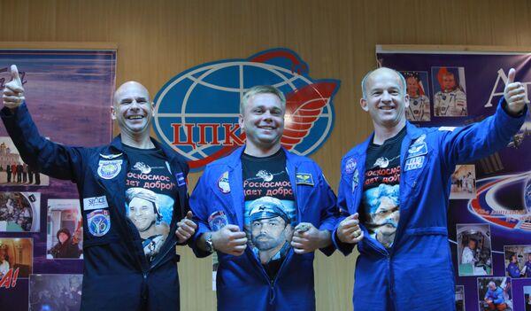 Soyuz TMA-16 will bring U.S. astronaut Jeffrey Williams, Russian cosmonaut Maxim Surayev, and a space tourist, Canadian billionaire Guy Laliberte to the ISS on October 2 - Sputnik International