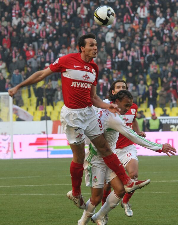 Spartak Moscow beats Lokomotiv Moscow 3-0 in 25th round of 2009 Russian Football Championship - Sputnik International