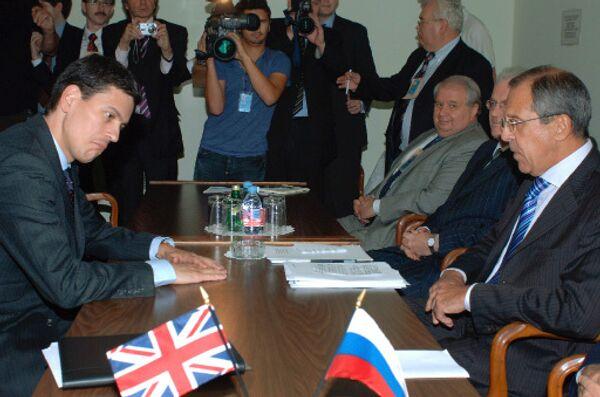 David Miliband and Sergei Lavrov - Sputnik International