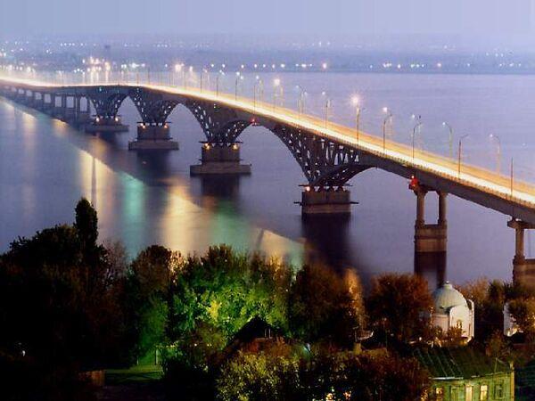 Six dead as car plunges off bridge in north Russia - Sputnik International