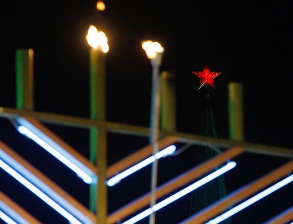 Chief rabbi, Moscow mayor kindle lights to celebrate Hanukkah  - Sputnik International