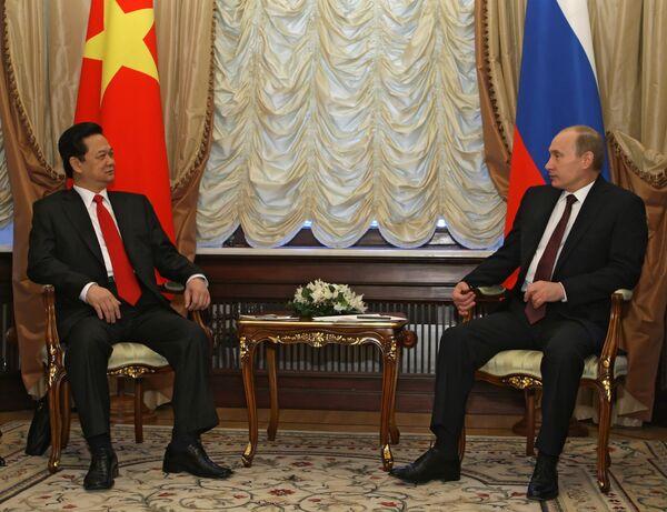 Vietnamese Prime Minister Nguyen Tan with Russian Prime Minister Vladimir Putin - Sputnik International