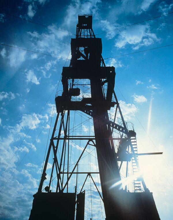 Iran troops make partial withdrawal from oil well  - Sputnik International
