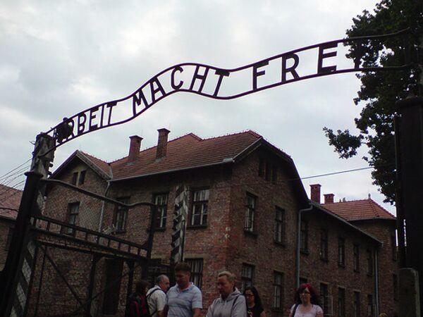 Medvedev should go to Auschwitz for several reasons - Sputnik International