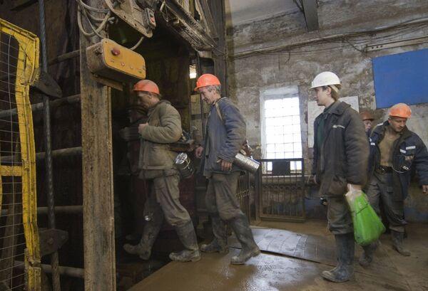 Number of victims in Ural mine blast rises to 8  - Sputnik International