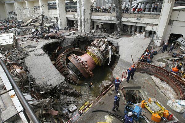 An accident at East Siberia's Sayano–Shushenskaya Dam kills 74. - Sputnik International