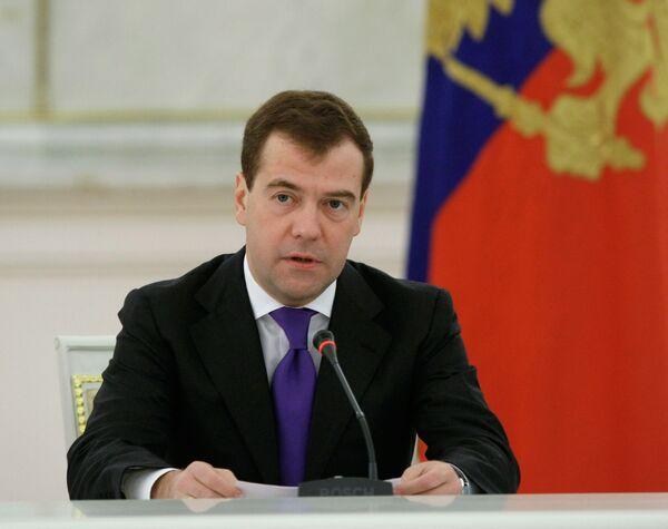 Medvedev orders more work on Moscow global financial center - Sputnik International