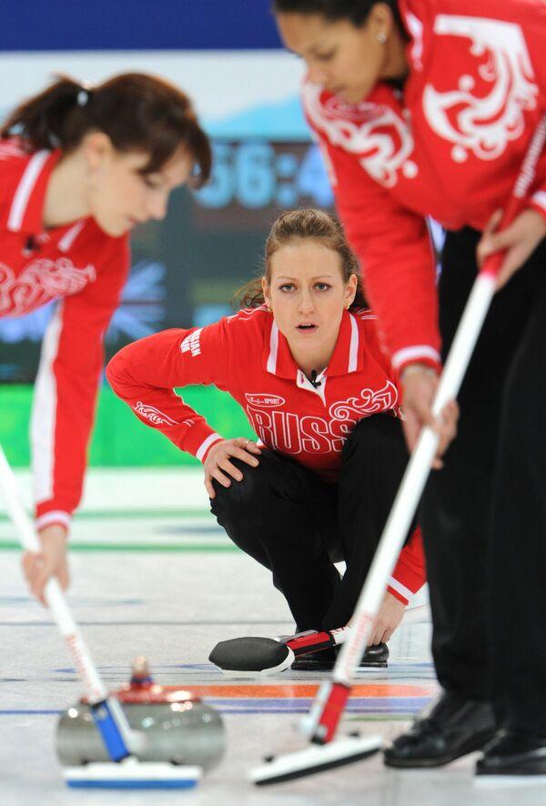 U.S. women curlers beat Russia 6-4  - Sputnik International