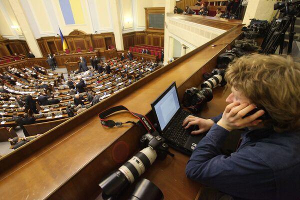 Ukraine would be split by referendum on Russian language - Sputnik International