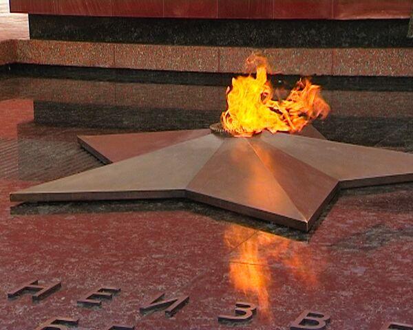 Medvedev relights eternal flame in traditional home next to Kremlin - Sputnik International