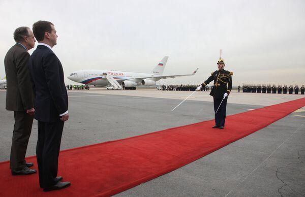 Dmitry Medvedev arrives to France - Sputnik International