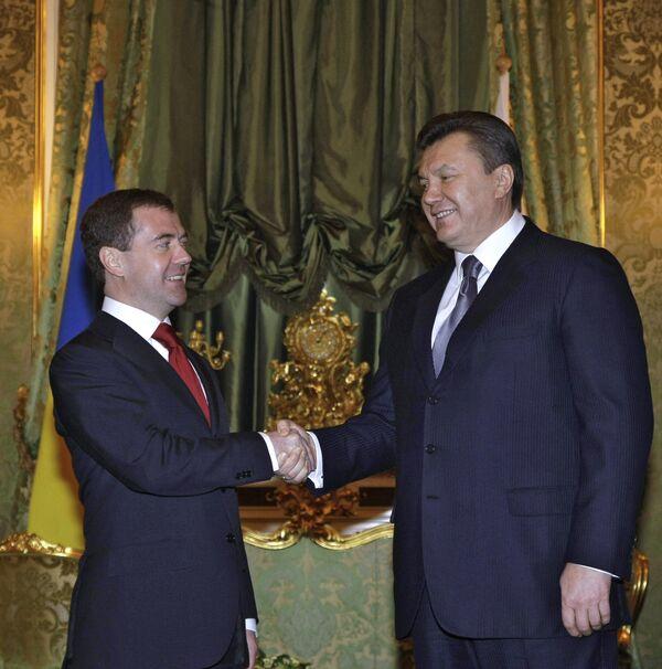 'Nazi hero' controversy to be settled by Victory Day - Yanukovych  - Sputnik International