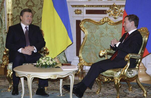 Medvedev, Yanukovych promise 'sharp turnaround' in bilateral ties - Sputnik International