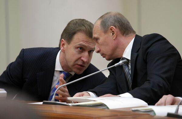 Igor Shuvalov and Vladimir Putin - Sputnik International