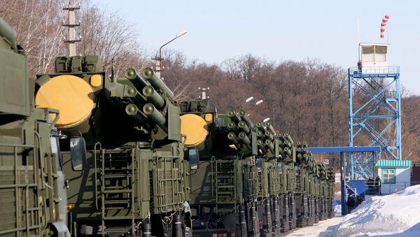 ВВС РФ приняли первые 10 новейших зенитных ракетно-пушечных комплексов (ЗРПК) Панцирь-С1 - Sputnik International