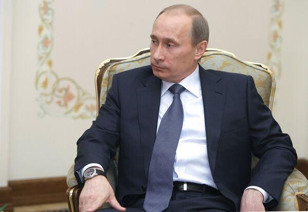 Russian Prime Minister Vladimir Putin meets with US Secretary of State Hillary Clinton in Novo-Ogarevo - Sputnik International