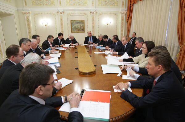 Prime Minister of Russia Vladimir Putin meets with Prime Minister of Ukraine Mykola Azarov - Sputnik International