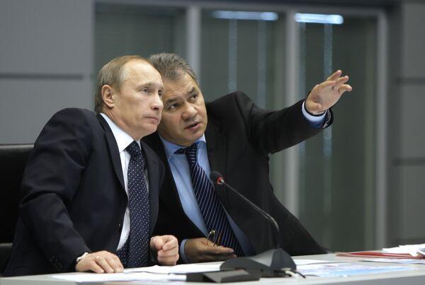 Russian Prime Minister Vladimir Putin and Emergency Minister Sergei Shoigu - Sputnik International