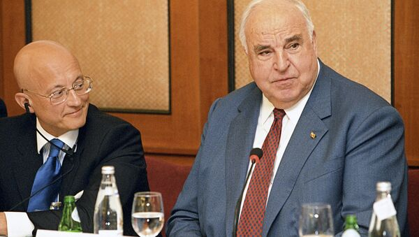 Former German Chancellor Helmut Kohl has criticized the West's attempts to isolate Russia over events in Ukraine. - Sputnik International