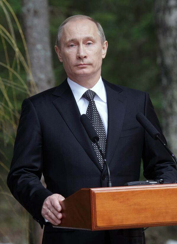Prime Minister Vladimir Putin lays wreath at Katyn memorial - Sputnik International