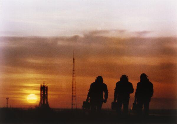 Russia may launch light Soyuz carrier rocket by 2012 - Sputnik International