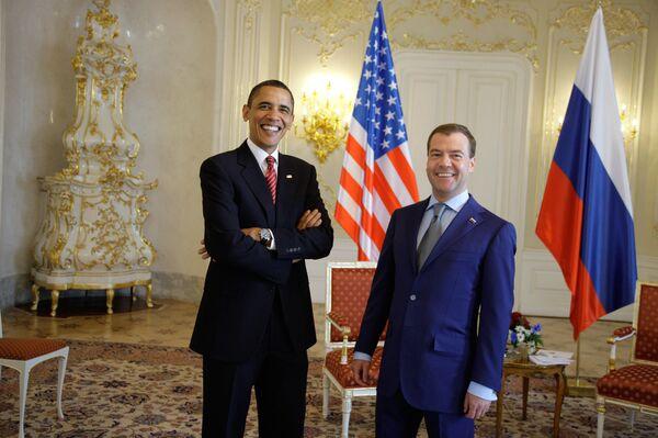 Dmitry Medvedev meets Barack Obama - Sputnik International
