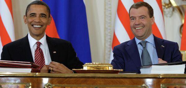 Dmitry Medvedev, Barack Obama sign new strategic arms reduction treaty - Sputnik International