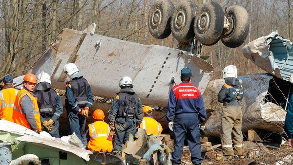 Search efforts continue at crash site in Smolensk woods - Sputnik International
