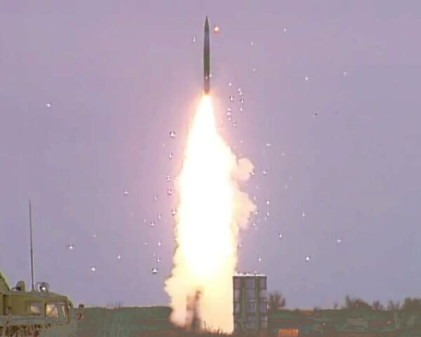 SAM missiles intercept simulated air strikes in NW Russia  - Sputnik International