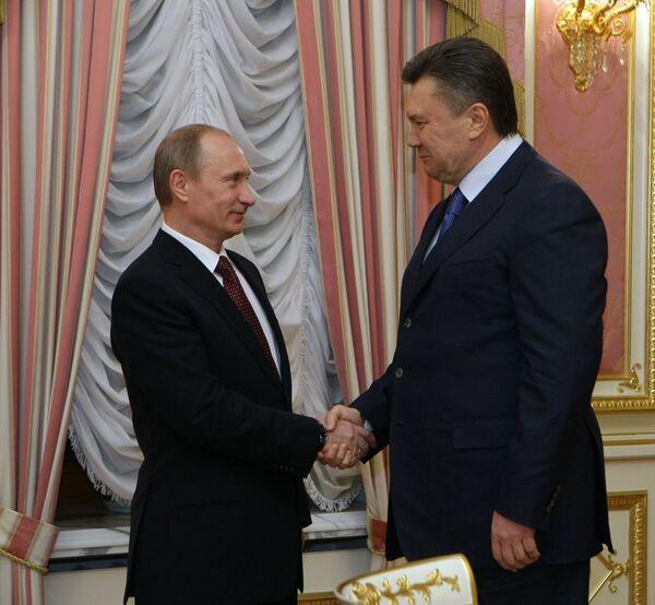 Vladimir Putin and Viktor Yanukoovych - Sputnik International