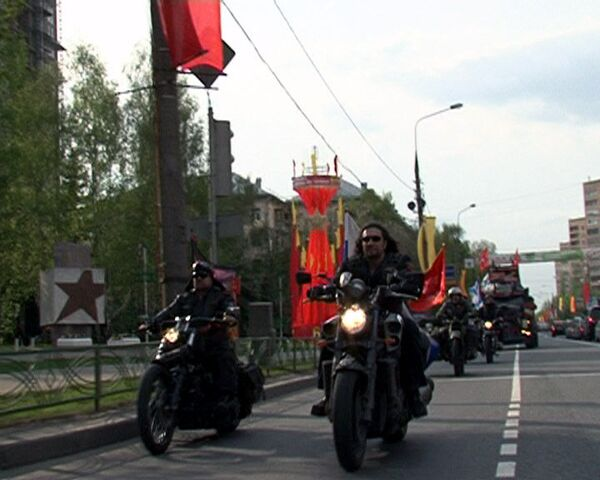 Bikers arrange motorcycle race and fire show to honor Victory Day - Sputnik International