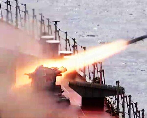 Russian warship repels simulated air strike - Sputnik International
