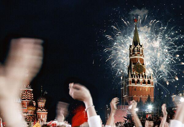 Moscow victory day celebrations end with firework display - Sputnik International