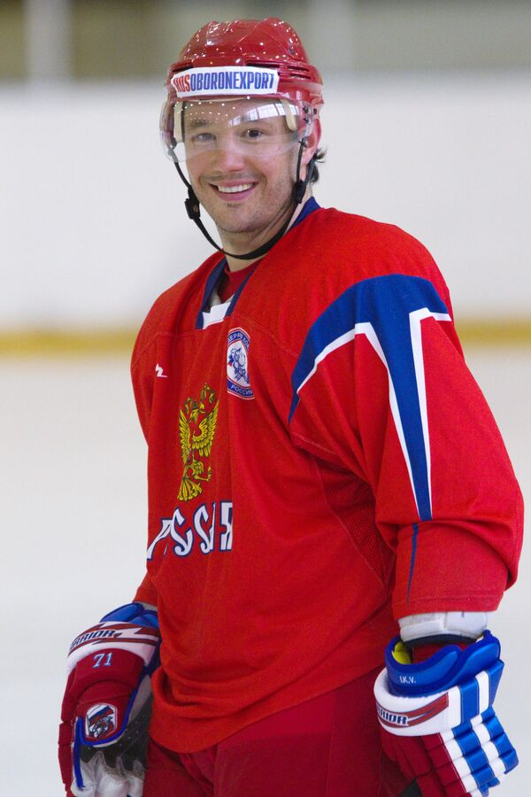 Ovechkin, Kovalchuk lead teams to tie in Moscow charity hockey game - Sputnik International