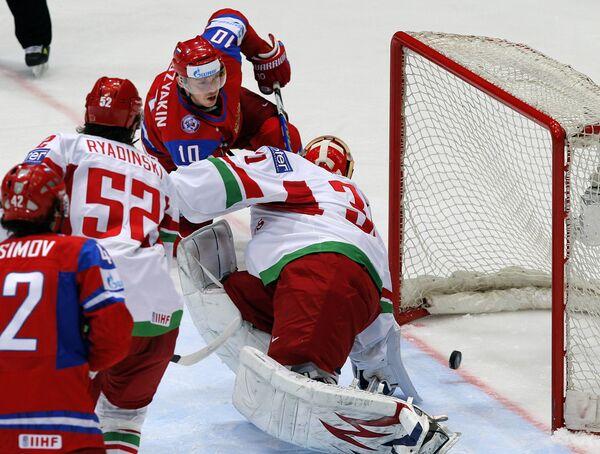 Russia sweeps to next round of 2010 hockey championship - Sputnik International