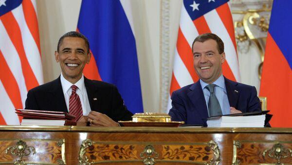 Дмитрий Медведев и Барак Обама подписали новый договор по СНВ - Sputnik International