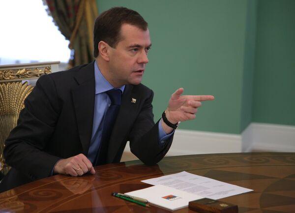 Medvedev urges fewer jail sentences for business crimes - Sputnik International