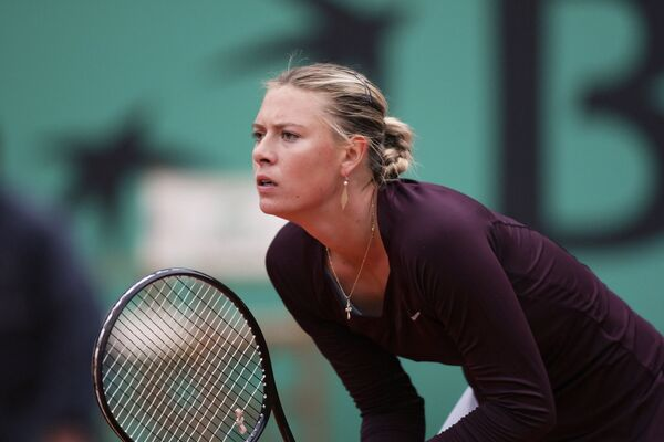 Sharapova ousted from French Open by Henin revival - Sputnik International