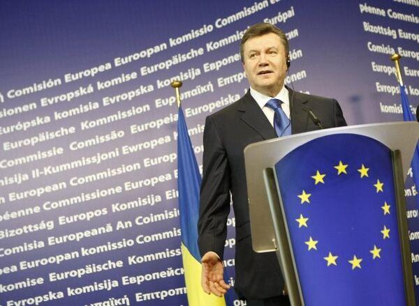 Ukraine to stay out of military blocks - Yanukovych - Sputnik International