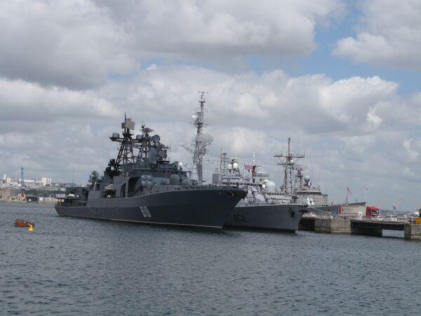 Northern Fleet's destroyer Severomorsk (left) - Sputnik International