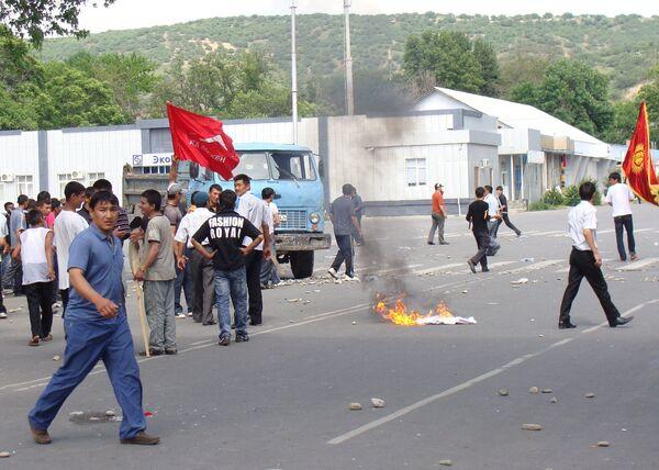 Kyrgyz interim government declares state of emergency, curfew in southern city of Jalalabad - Sputnik International