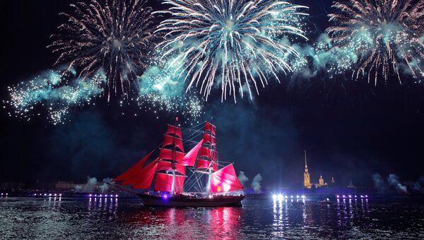 Scarlet sails and fireworks in St. Petersburg - Sputnik International