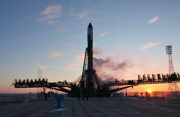 Soyuz-U carrier rocket with space cargo ship Progress M-06M - Sputnik International