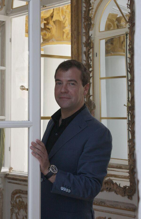 Dmitry Medvedev in newly restored Tsarskoye Selo - Sputnik International