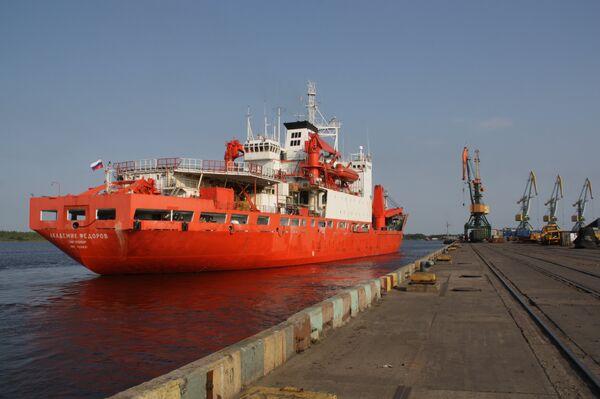 Тhe ship Akademik Fyodorov - Sputnik International