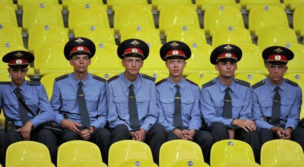 Police officers sitting on the stands - Sputnik International