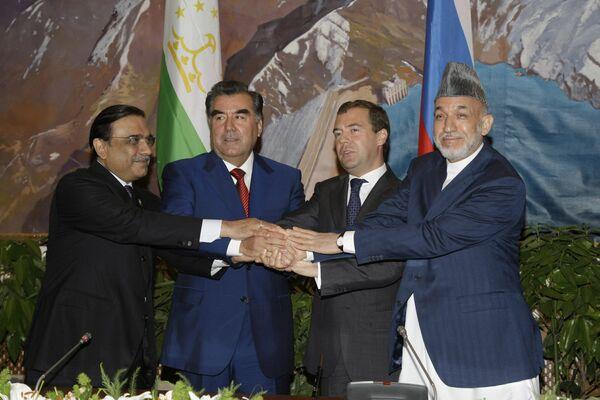 Pakistani President Asif Ali Zardari, Tajik President Emomali Rahmon, Russian President Dmitry Medvedev and Afghan President Hamid Karzai - Sputnik International